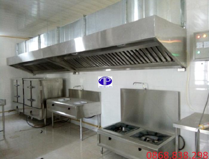 Chụp hút khói vát trên bếp công nghiệp